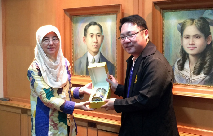 Director of the Soaring Falcon International Sdn. Bhd. visits PSU