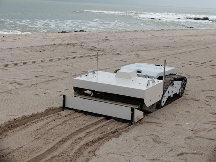 First Thai beach cleaning robot developed by PTTEP and PSU