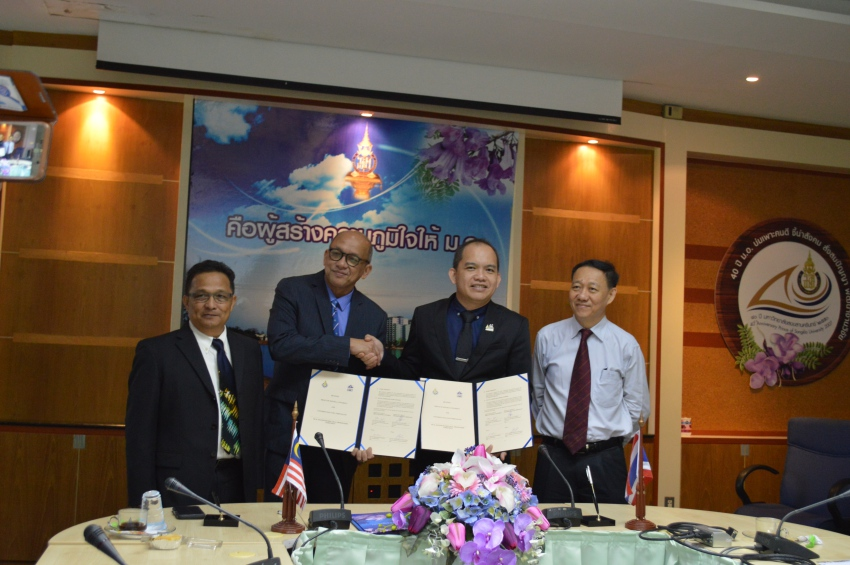 PSU marked another important day of the year on March 12, 2018, when the PSU Faculty of Science and Technology and UMT School of Fishery and Aquaculture Sciences signed a Memorandum of Agreement (MoA) in order to expand the academic collaboration and establish a Dual Master Degree (M.Sc.) Program. Three UMT representatives, led by Prof. Dr. Mazlan bin Abd Ghafar, Dean, participated in the MoA Signing Ceremony at PSU. The distinguished guests were warmly welcomed by Asst. Prof Dr. Pattara Aiyarak, Vice President for Global Relations and Informatics; Prof. Dr. Damrongsak Faroongsarng, Dean of Graduated School; Asst. Prof. Dr. Kannika Sahakaro, Vice Dean for Graduate Studies, Research and Innovation; and five representatives from the Faculty of Science and Technology.               The ceremony was conducted in a friendly atmosphere at President's Office Building, Hat Yai Campus. This MoA will greatly benefit and enrich both universities' students and allow them to get new knowledge and experiences throughout this academic collaboration.