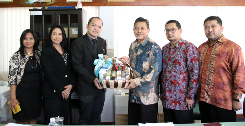 PSU IAO honors Consul General of Indonesia