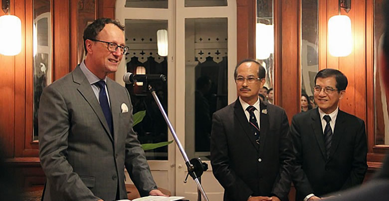 Ordre des Palmes Académiques awarded to PSU President by France